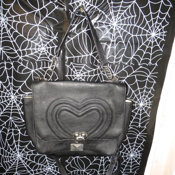 Betsey Johnson Handbags - Betsey Johnson Heart Locket Crossbody Bag
